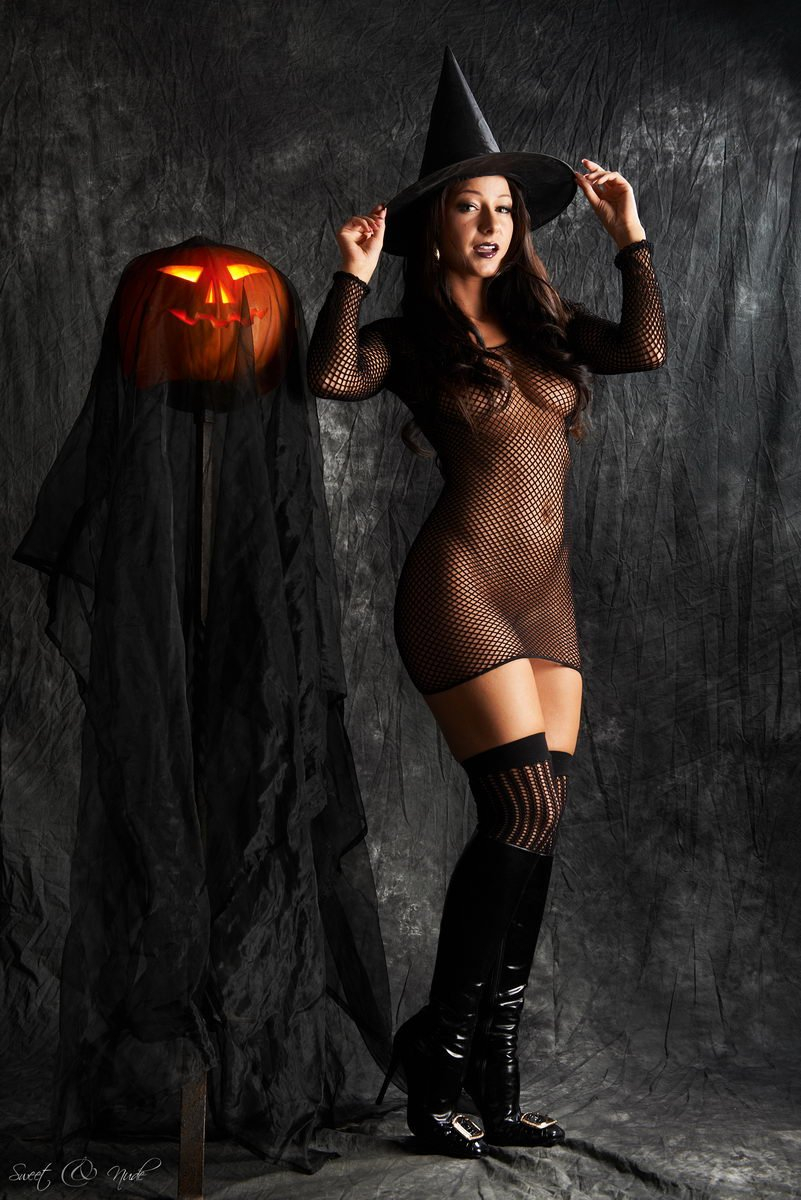 Sexy witch nude