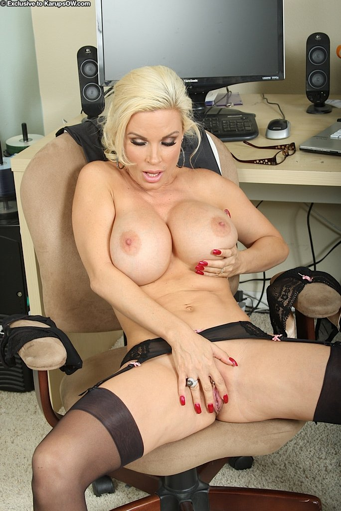 Sexy Secretary Diamond Foxxx Does Naughty Striptease Let Me Jerk 1
