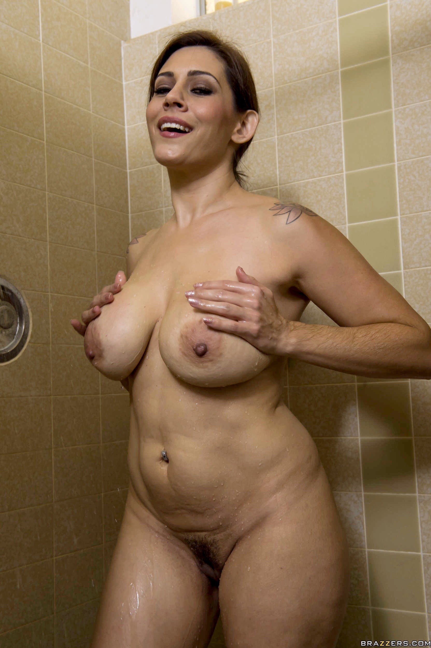 friends-mom-naked-in-shower-mons-sexy-xxx