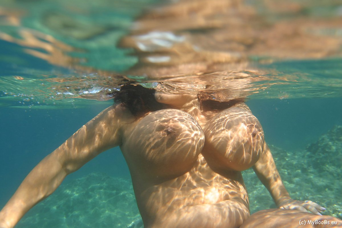 Nude big boobs in water — pic 5