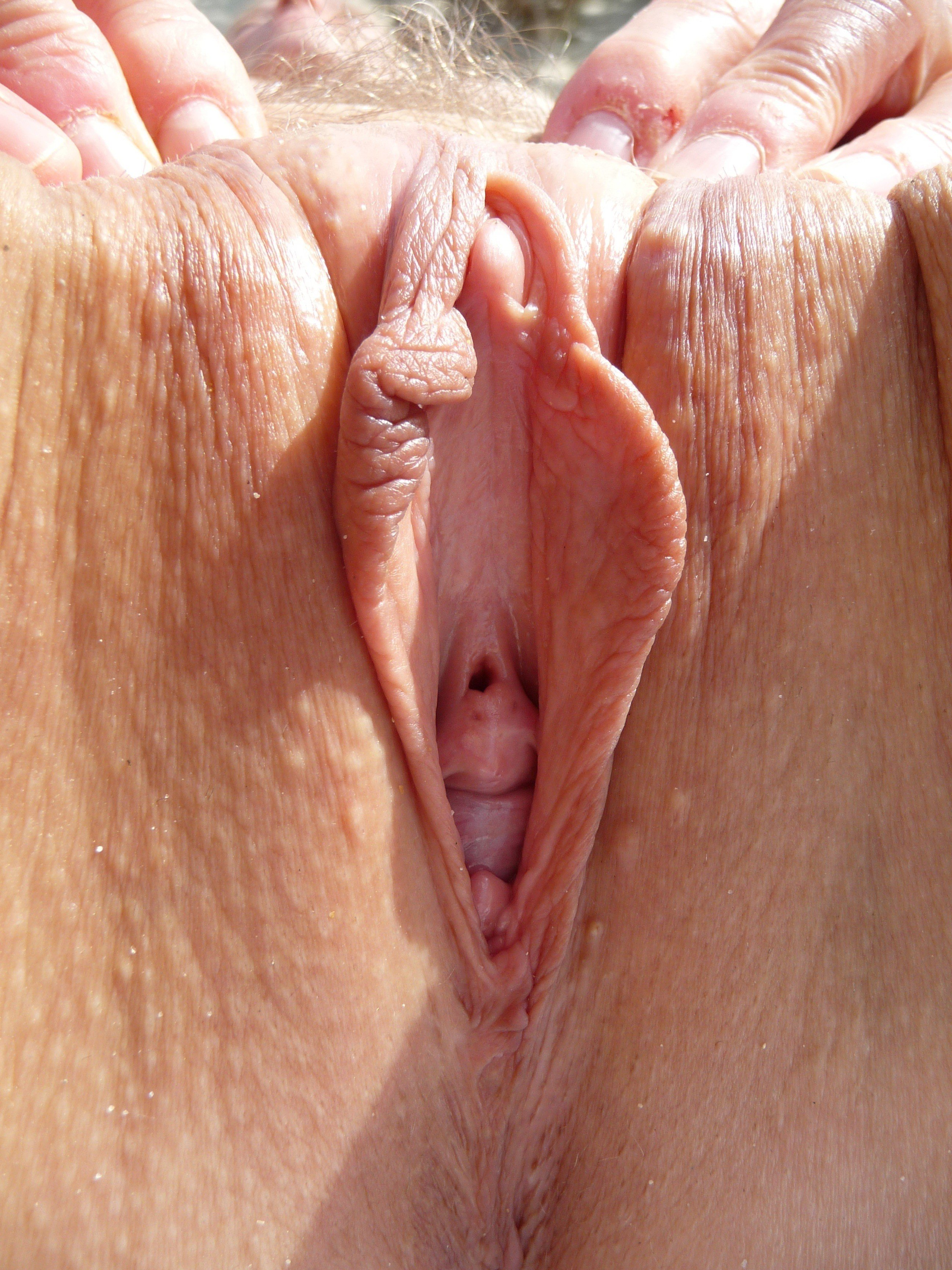 Pussy teasing and clitoris cumshot