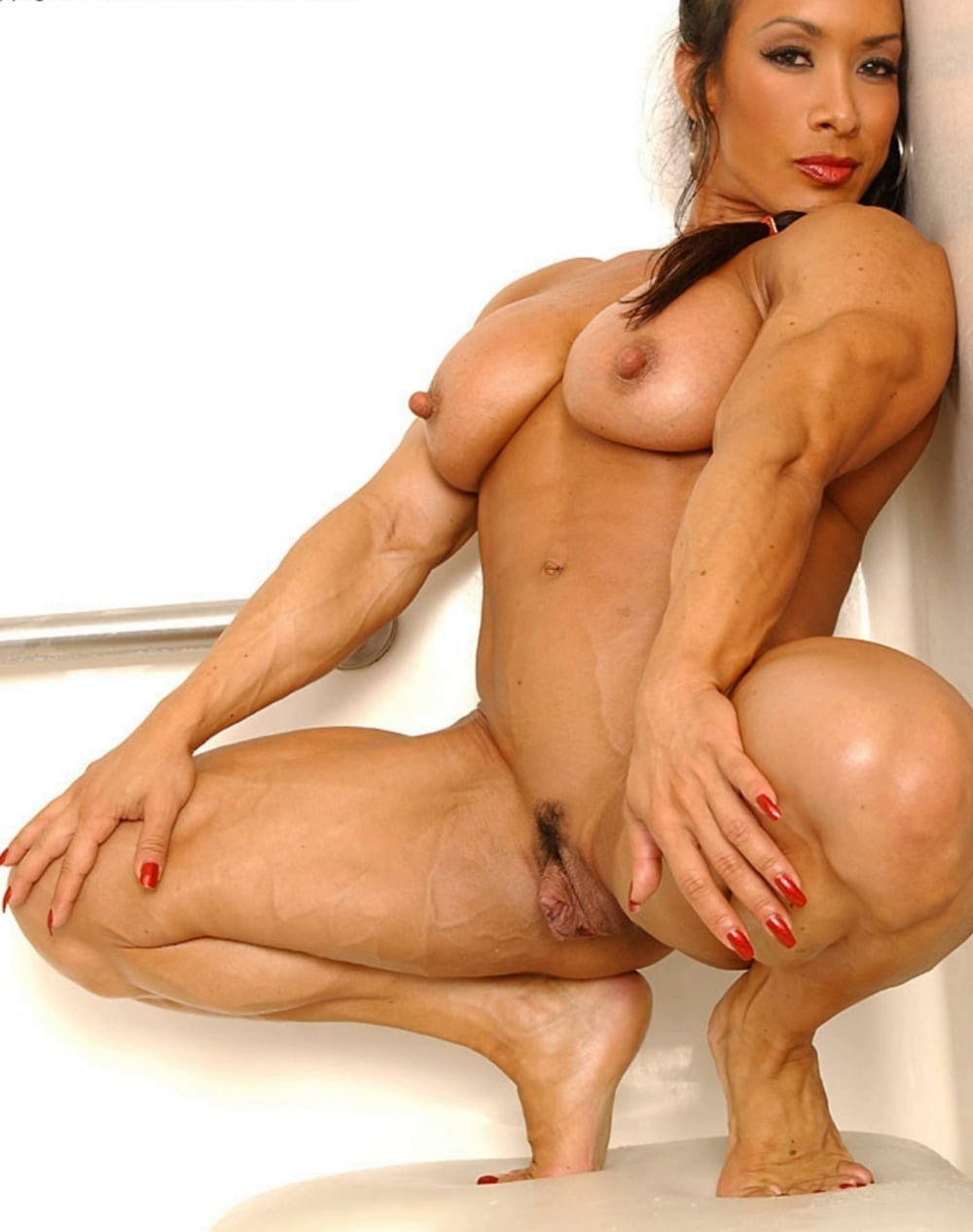 Hot naked pissing muscle women