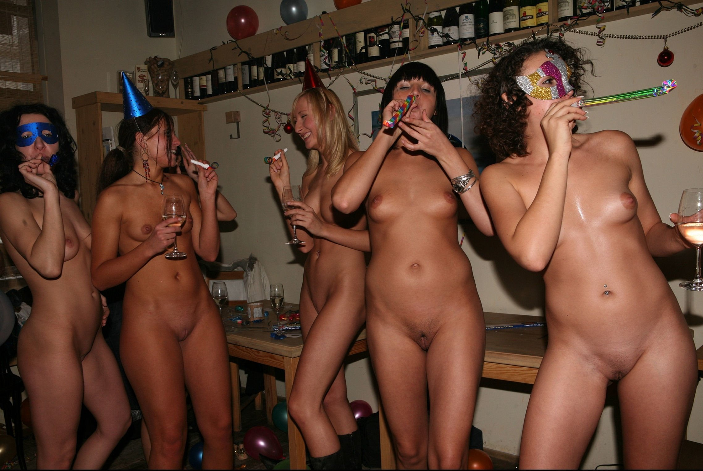 Naked party girls — pic 15