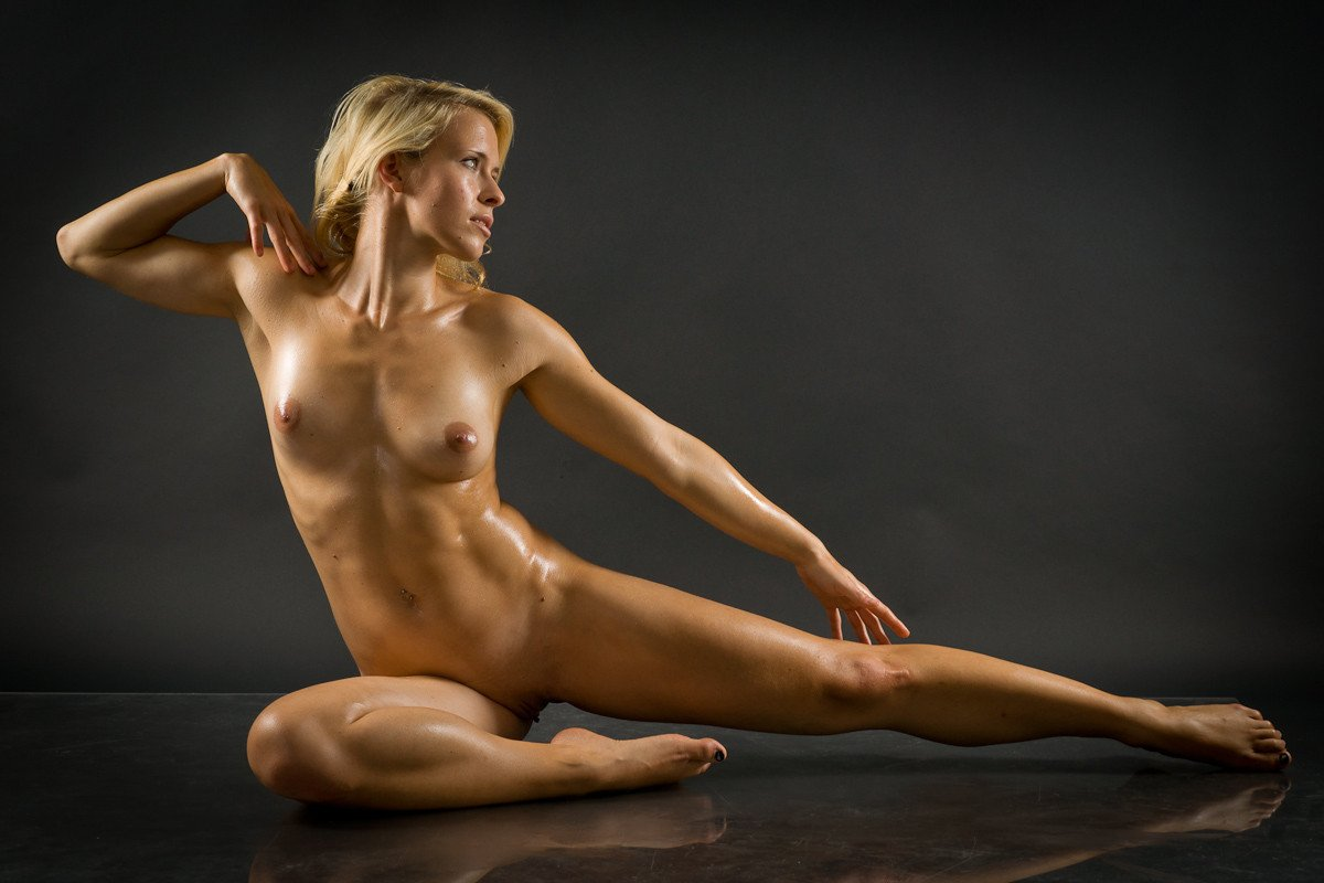 Sexy sporty women nude time