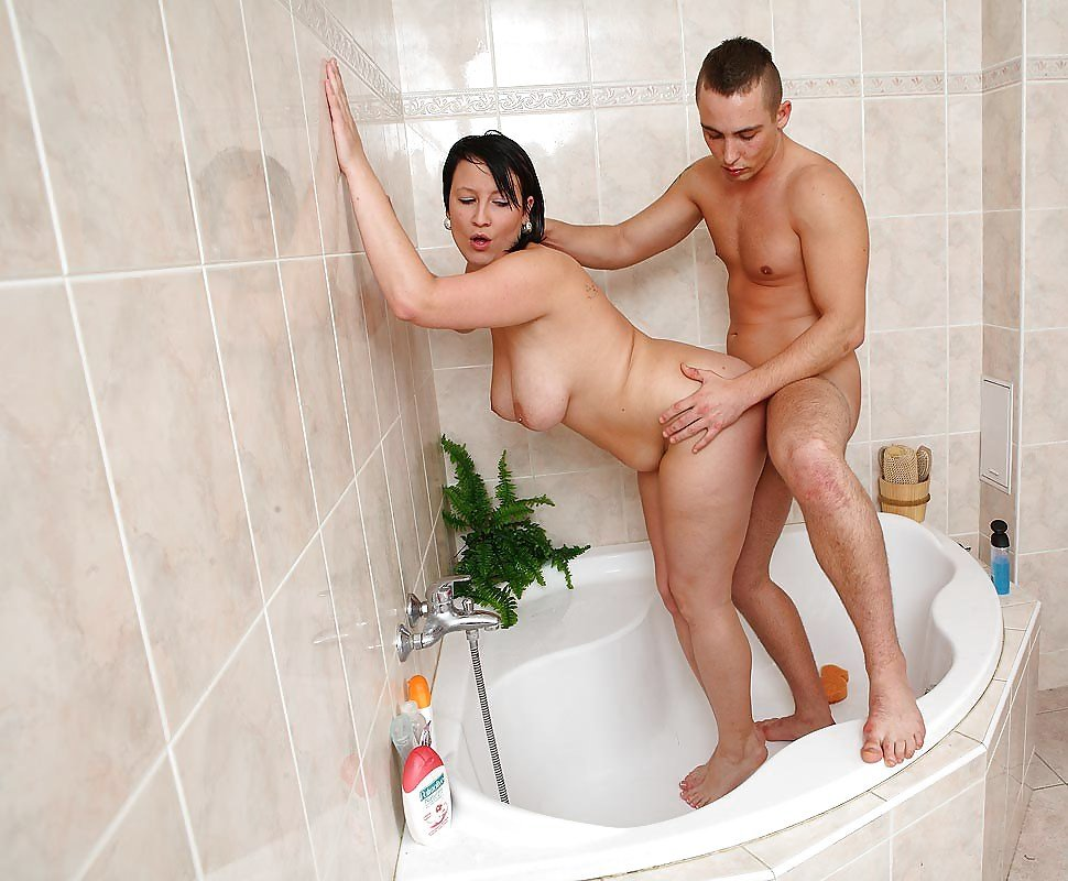 fat-girls-fucking-in-the-shower