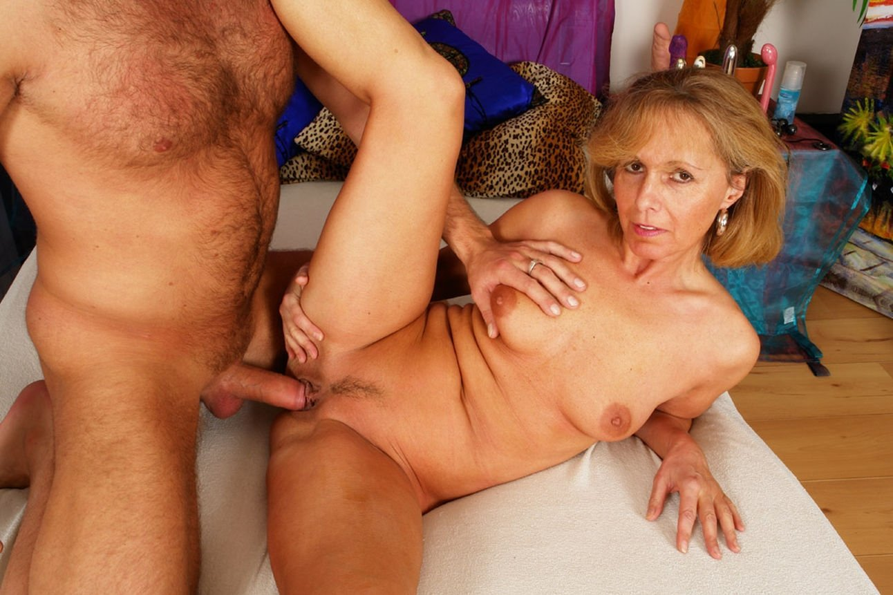 mature-female-sex-how-do-lespians-loose-there-virginity