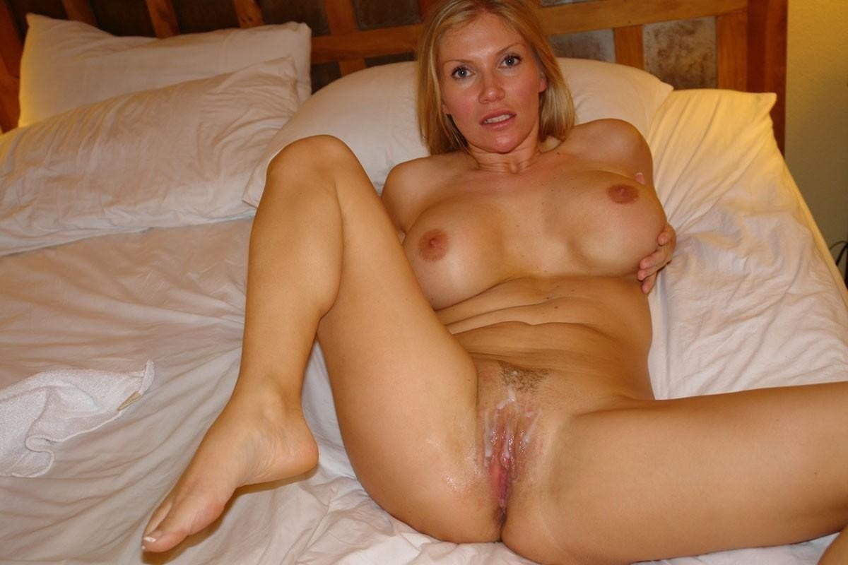 Hot amateur blonde wife nude photo set french